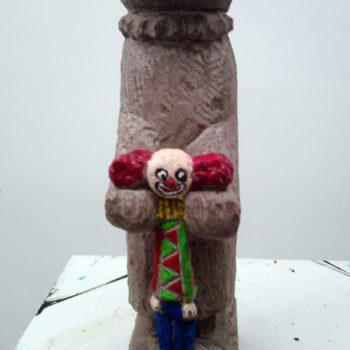 Clown in den Klauen des Zorns | oil colour on sandstone | 45 x 18 x 12 cm | 2010