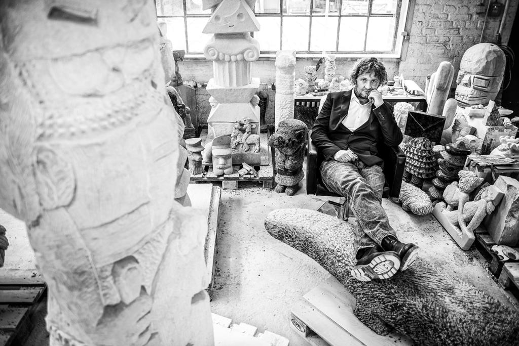 Stefan Rinck in his studio. Photo: Helge Tscharn, 2021. Courtesy Helge Tscharn, Marie von Papen, Stefan Rinck
