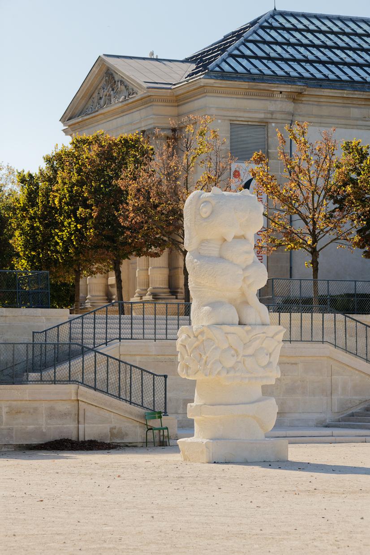 Hellboy, 2021, Limestone, 520 × 175 × 150 cm, Jardin des Tuileries, Paris. Photo A. Mole. Courtesy Semiose, Paris and Sorry We're Closed, Brussels.