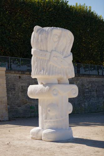 It Owl, 2021, Limestone, 430 x 140 x 130 cm, Jardin des Tuileries, Paris. Photo A. Mole. Courtesy Semiose, Paris and Sorry We're Closed, Brussels.